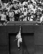 The Giants' amazing Willie Mays amazes centerfield fans with
